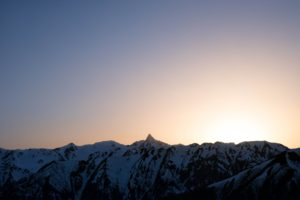特徴的な槍ヶ岳の穂先と朝焼け
