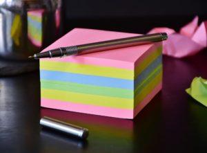 付箋とペン