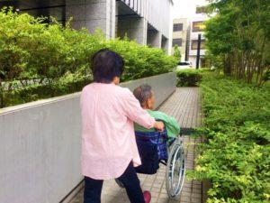 高齢夫婦と介護