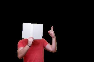 白い本と男性